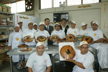"Internos panaderos elaboran ""Pan Francisco"" en honor al Papa"